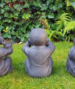 Horen-zien-zwijgen-monnik-beeldjes-tuin