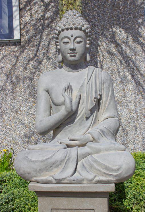Zittend-tuinbeeld-grote-Boeddha-grijs