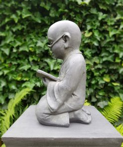 Shaolin-met-boek-zijkant