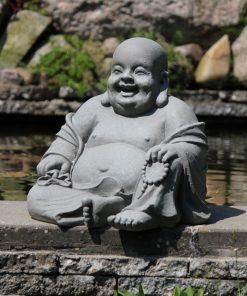 Grote-happy-boeddha-als-tuinbeeld-grijs