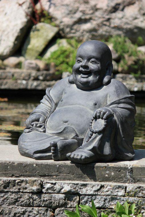 Lachende-Boeddha-als-tuinbeeld